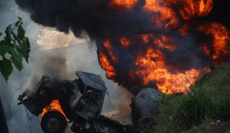 BREAKING: Petrol tanker explodes in Kwara kills six, and destroyed houses