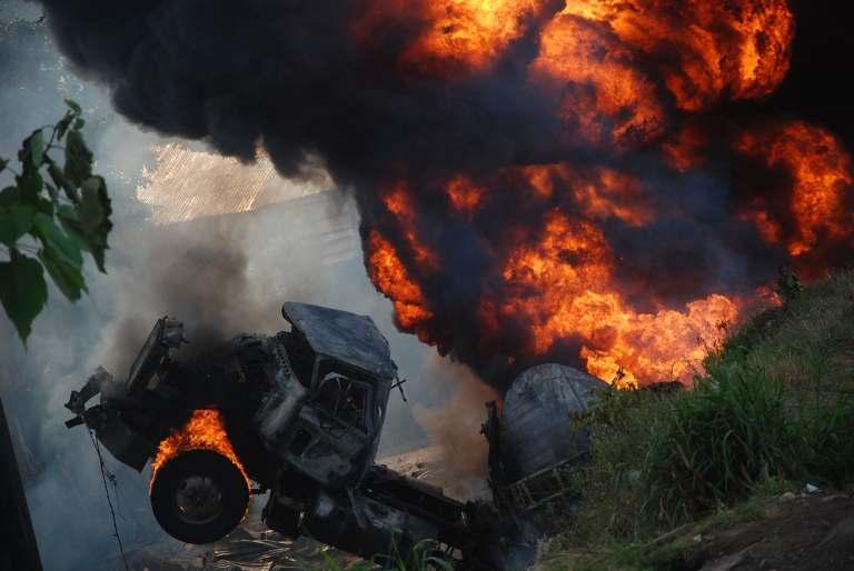 BREAKING: Petrol tanker explodes in Kwara kills six, and destroyed houses